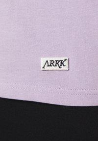 ARKK Copenhagen - BOX LOGO TEE - Basic T-shirt - wisteria - 5