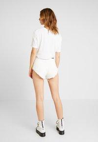 Diesel - DE-CHERYL SHORTS - Denim shorts - white denim - 2