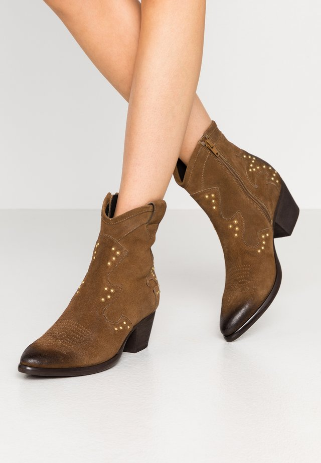 Cowboy/biker ankle boot - tan