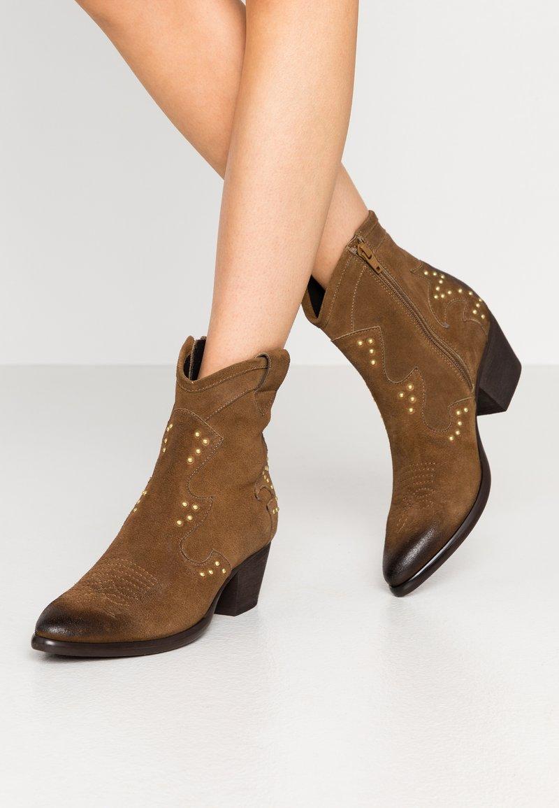 Lazamani - Cowboy/biker ankle boot - tan