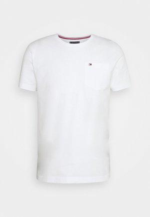 CLASSIC POCKET TEE - Jednoduché triko - white