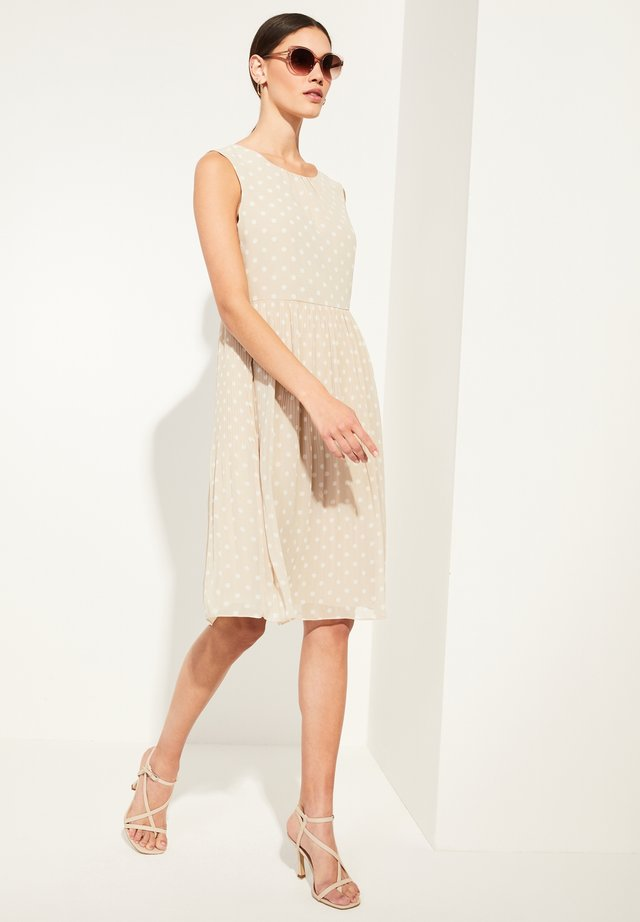 MIT PLISSEE - Day dress - beige dots