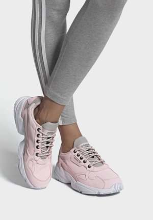 SHOES - Baskets basses - pink