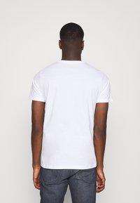 Lee - PATCH LOGO TEE - T-shirt - bas - white - 2