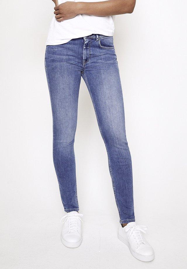 GRACIA - Slim fit jeans - mittelblau