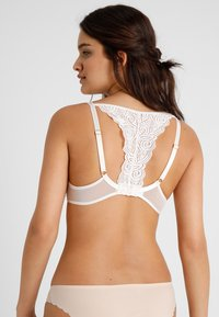 Chantelle - PYRAMIDE MEMORY FORM SCHALE - Underwired bra - champagner - 2