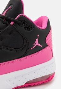 Jordan - MAX AURA 2 UNISEX - Basketball shoes - black/pinksicle/white - 5