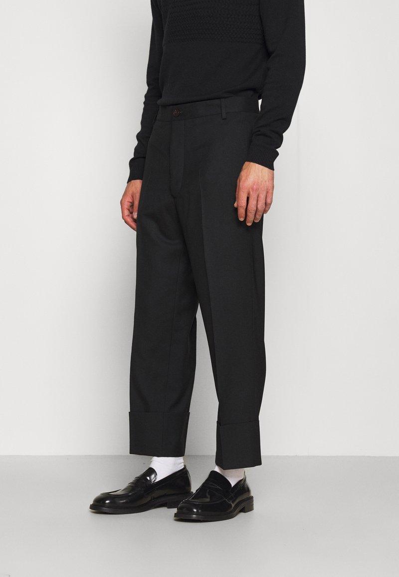Vivienne Westwood - CROPPED GEORGE - Trousers - black