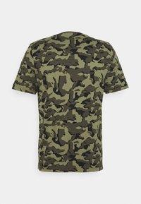 Puma - CORE CAMO TEE - Sports shirt - forest night - 1