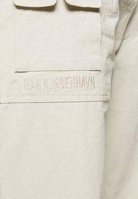 Han Kjøbenhavn - Trousers - off white - 5