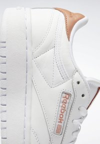 Reebok Classic - CLUB C DOUBLE - Zapatillas - white/white/ruscly - 9
