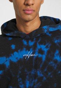 Hollister Co. - WEBEX TONAL BOX - Luvtröja - black/blue cobalt - 6