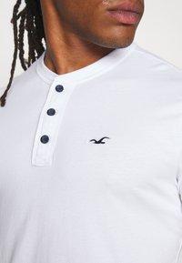 Hollister Co. - HENLEY 3 PACK - Basic T-shirt - white/navy/black - 6