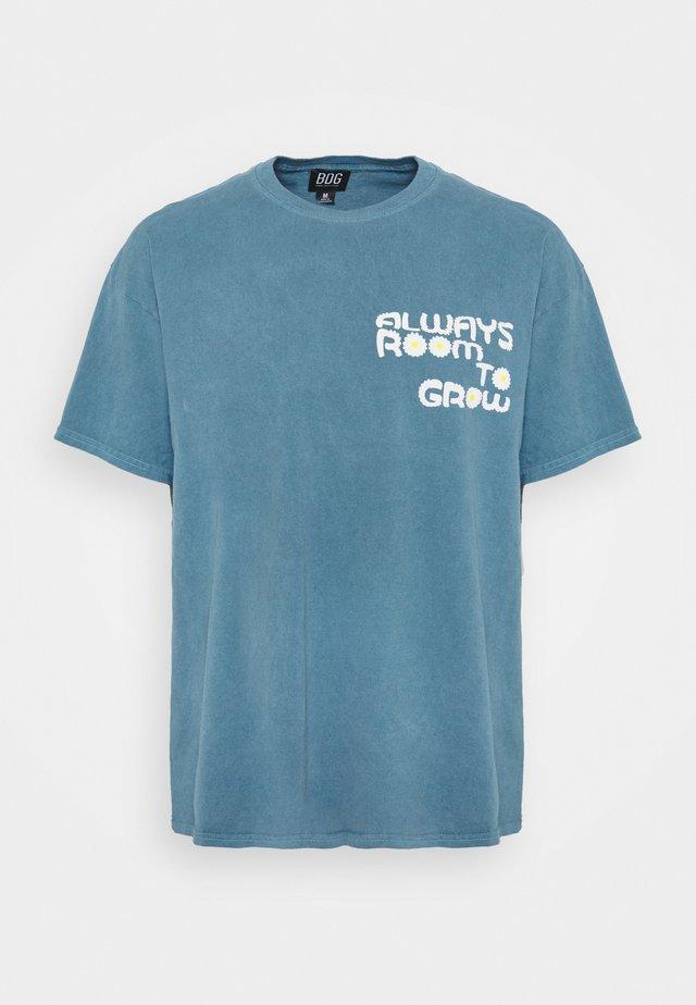 ROOM TO GROW TEE UNISEX - Camiseta estampada - blue