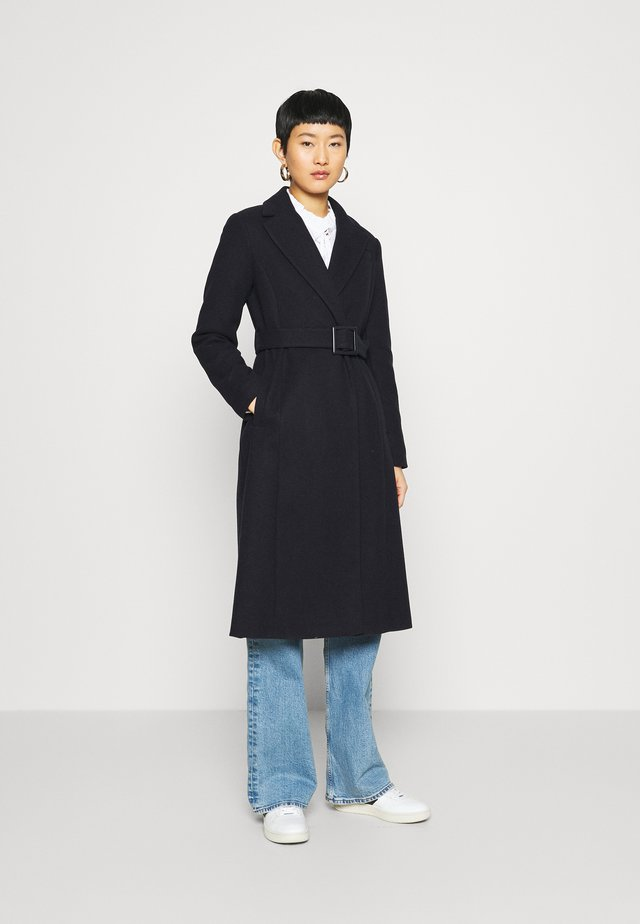 BELTED WRAP COAT - Klassisk kappa / rock - navy