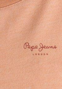 Pepe Jeans - MARJORIE - Basic T-shirt - washed orange - 2