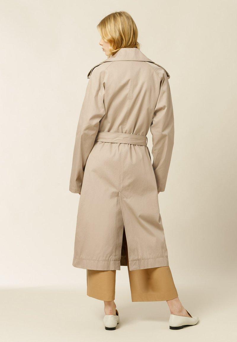 IVY & OAK - PLATANO - Trenchcoat - beige grey
