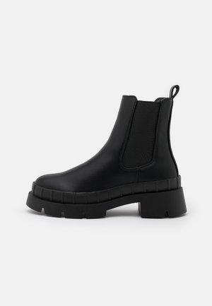 TURNER - Kotníkové boty na platformě - black
