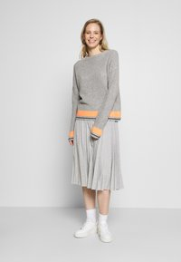 Cartoon - Jumper - grey/orange - 1