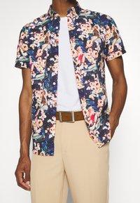 Springfield - PIN UP HAW PRINT DIGITAL - Skjorta - multicoloured - 4