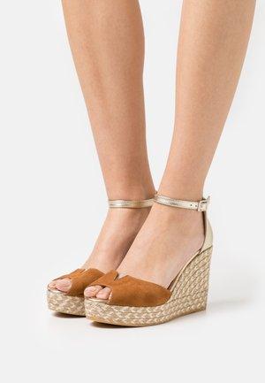 SIRA - Platform sandals - whisky/platino