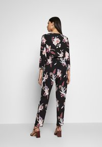 Wallis Tall - MAGNOLIA FLORAL 3/4 SLEEVE - Haalari - black - 2