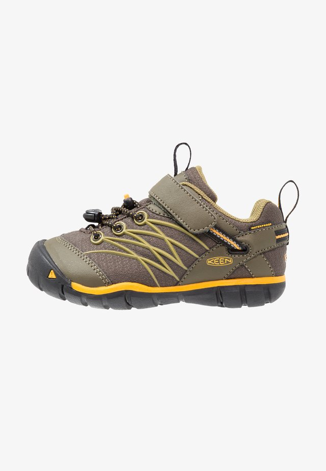CHANDLER CNX - Hiking shoes - dark olive/citrus
