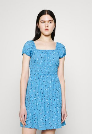 FRANKIE PUFF SLEEVE SHIRRED FIT AND FLARE - Sukienka letnia - riddle ditsy collegiate blue