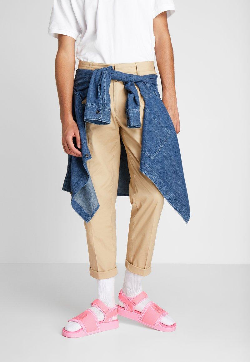 adidas Originals - PW ADILETTE  2.0  - Sandaalit nilkkaremmillä - hyper pop