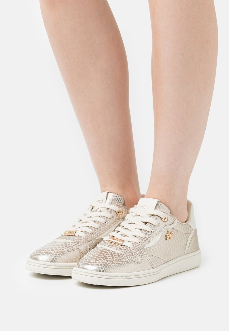 Mexx - GISELLE - Sneakers laag - gold