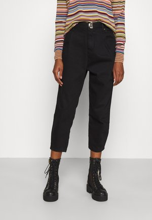 TAPERED WITH TUCKS AT HEM - Jeans Relaxed Fit - black
