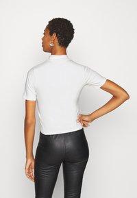 Fila Tall - EVERY TURTLE TEE - T-shirt print - bright white - 2