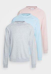 mottled light grey/light blue/pink