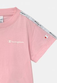 Champion - LEGACY AMERICAN CLASSICS - Print T-shirt - light pink - 2