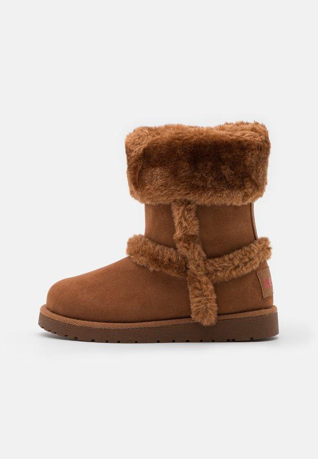 TIDE - Winter boots - cognac