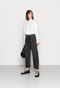 ARKET - CROPPED NIGHT WASH - Straight leg jeans - grey - 1