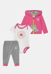 Converse - HOODIE SET - Baby gifts - pink - 0