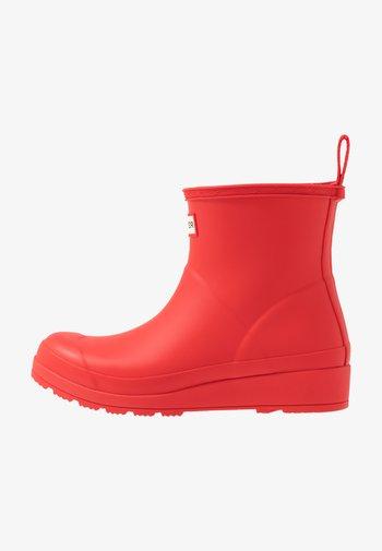PLAY BOOT SHORT VEGAN - Wellies - Botas de agua - red