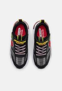 Skechers - SKECH AIR WAVES - Tenisky - black/red/lime - 3