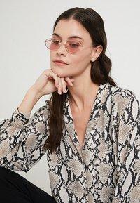 Only & Sons - ONSSUNGLASSES COLOURED - Sluneční brýle - pink glo - 2