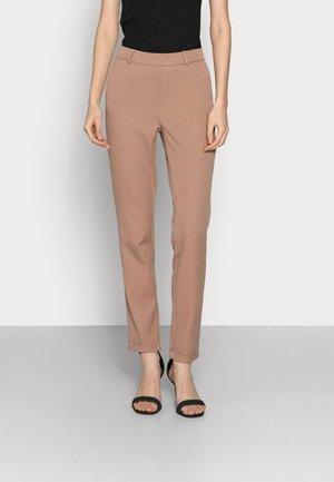 VMMAYA LOOSE SOLID PANT - Trousers - brownie