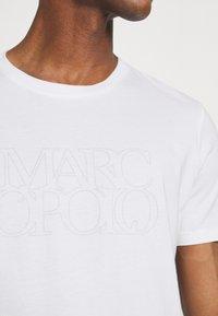 Marc O'Polo - SHORT SLEEVE CREW NECK ARTWORK ON CHEST - Print T-shirt - white - 4
