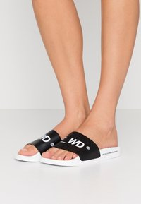 F_WD - Pantofle - white/black - 0