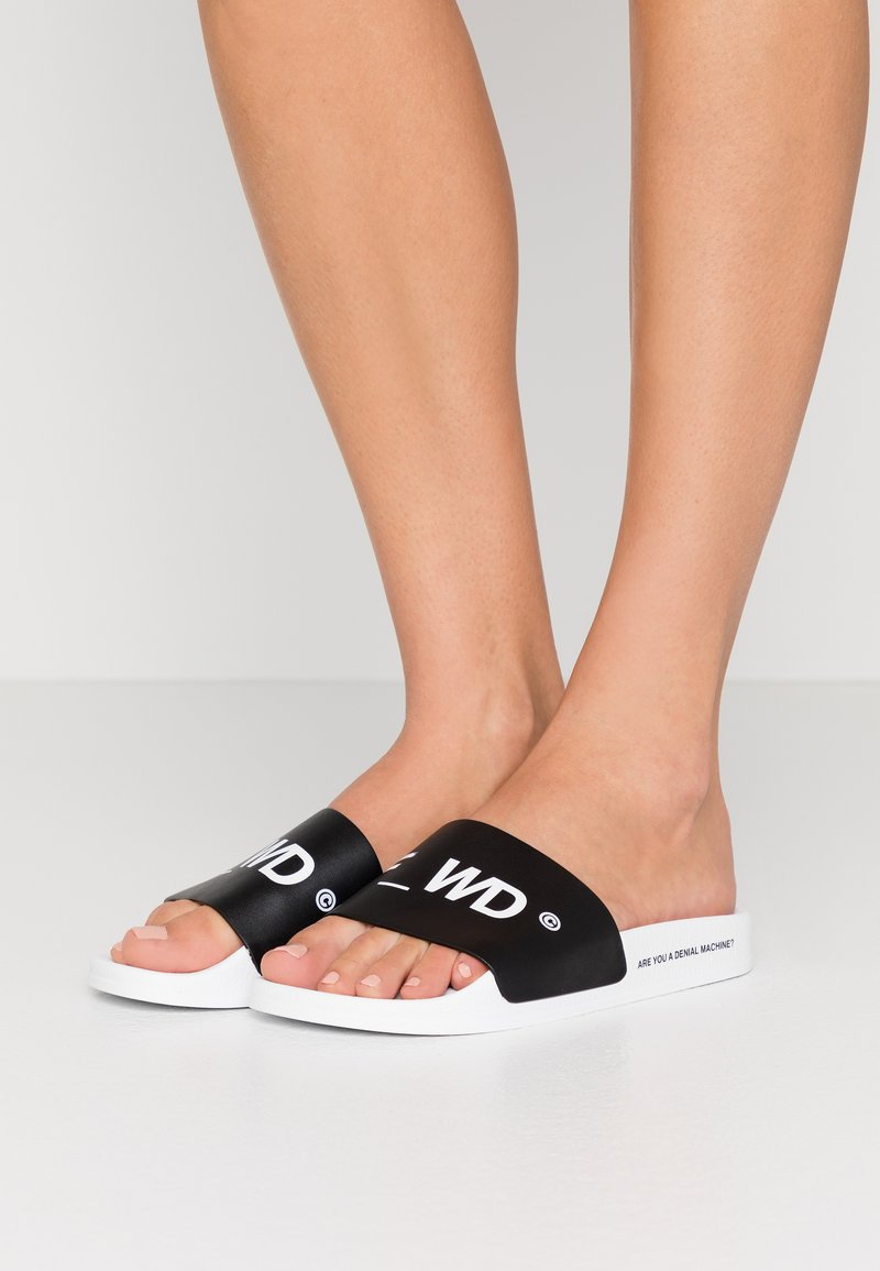 F_WD - Pantofle - white/black