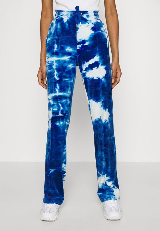 PRINTED TINA TRACK PANTS - Pantaloni sportivi - blue sea