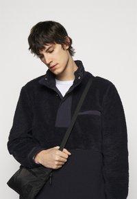 Theory - COLLINS ZIP - Fleece jacket - dark blue - 3