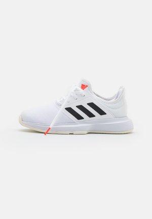 GAMECOURT - Multicourt tennis shoes - white