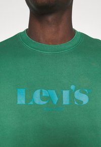 Levi's® - RELAXED GRAPHIC CREW - Sweatshirt - greens - 4