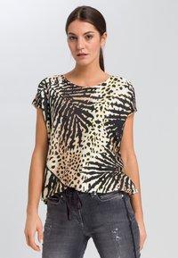 Marc Aurel - Print T-shirt - sand varied - 0
