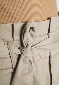 Vero Moda Tall - VMEVA LOOSE PAPERBAG PANT - Trousers - silver mink - 5
